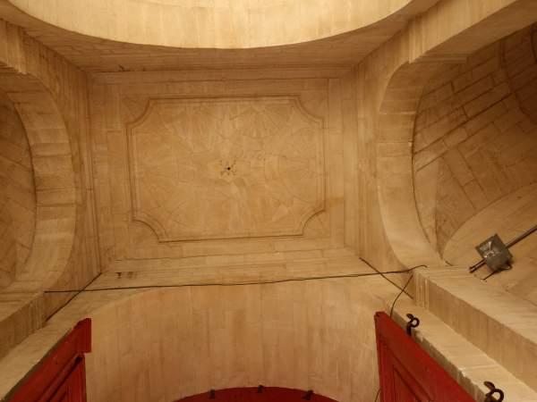 Vue générale de la voûte de vestibule d'entrée de séminaire Saint-Charles à Avignon