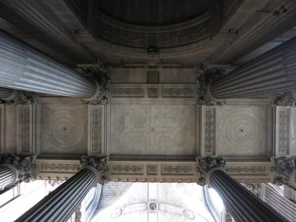 Vue générale de la voûte de travée sud de la tribune d'orgue de église Saint-Sulpice à Paris