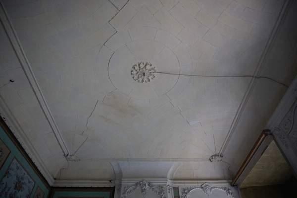 Vue générale de la voûte de aile orientale de château à Barbentane