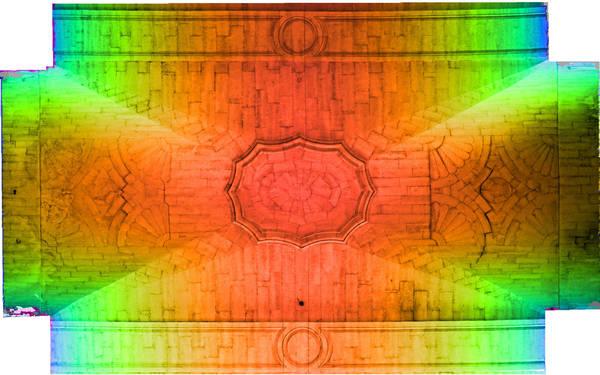 Superposition de l'orthophoto avec une carte de profondeur couleur de la voûte de deuxième travée de la nef de cathédrale Saint-Vincent à Viviers