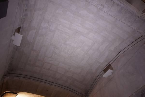 Vue générale de la voûte de vestibule de ancien couvent des Dominicains à Carpentras