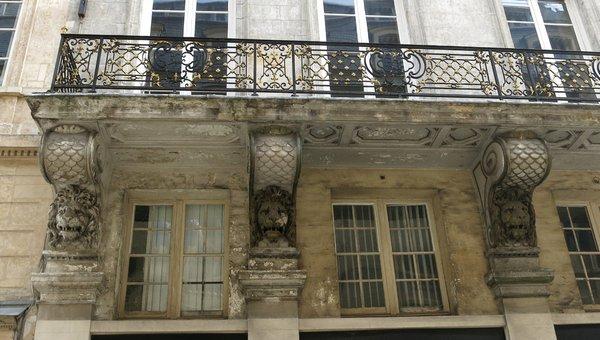 Balcon du 8 rue de Valois construit à Paris en 1636