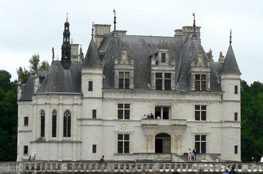 Plates-formes centrées sur cul-de-lampe et à garde-corps du château de Chenonceau