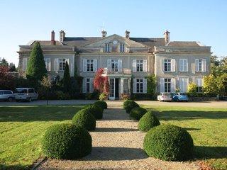 Corps de logis principal du château à Saint-Denis-Maisoncelles