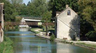 Moulin Bardin vu depuis le canal à Amilly