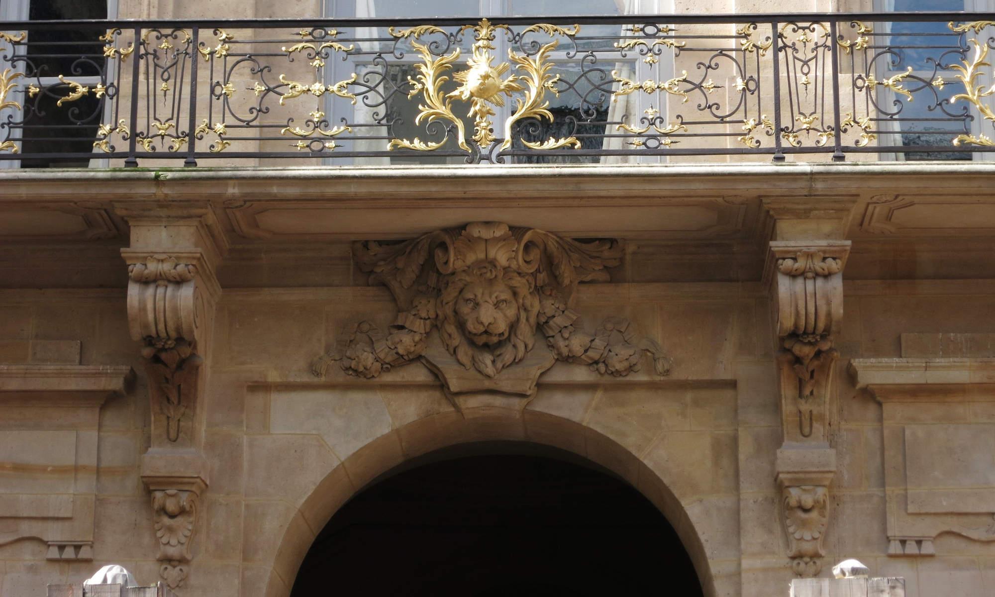Caracteristique D Un Immeuble Haussmannien balcons en encorbellement - bestrema